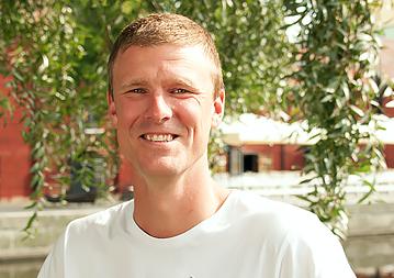 """Rickard började arbeta på ENA Miljö 2007. Före det var han anställd av Tekniska Verken AB i Linköping som miljöingenjör.  Han är en erfaren mättekniker som gillar stora och komplexa uppdrag.  Utbildningen är erhållen vid miljövetarprogrammet vid Linköpings universitet.  - De bästa med jobbet är att få vara med från början till slut i projekten. Från första kundkontakt, planering, utföra mätningen till att leverera resultatet.  [themify_icon icon=""""fa-envelope"""" icon_color=""""#8cc63f""""] rickard@enamiljo.se  [themify_icon icon=""""fa-phone"""" icon_color=""""#8cc63f""""] 010-211 56 03"""