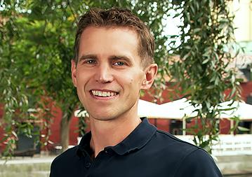 """Marcus har arbetat med mätinstrument för miljöanalys av luft och vatten samt emissionsmätningar till luft sedan 2005. På ENA Miljö har han varit verksam sedan 2008. Före det arbetande han som säljare av miljöanalysinstrument för mark, luft- och vattenprovtagning på Scantec Nordic. Han är en erfaren mättekniker som gärna lägger det lilla extra för att lösa problem och nå ett bra resultat.  Marcus är utbildad miljöingenjör med magisterexamen i miljöteknik från Mälardalens högskola i Västerås och Université d'Orléans i Frankrike samt Griffith University i Australien.  - Det bästa med mitt jobb är att få vara med från början till slut i projekten. Allt från första kundkontakt och mätplanering till att sedan utföra mätningen och leverera resultatet. Det är extra tacksamt då man stöter på ett problem, som man kan lösa och sedan vända något negativt till något positivt för kunden.  [themify_icon icon=""""fa-envelope"""" icon_color=""""#8cc63f""""] marcus@enamiljo.se  [themify_icon icon=""""fa-phone"""" icon_color=""""#8cc63f""""] 010-211 56 11"""